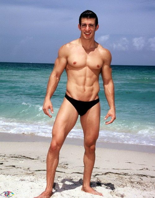 Hot-Guys-In-A-Speedo-1-